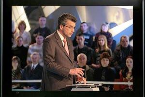 ТВ: что выбрать - демократические ценности Запада или экономические Востока?