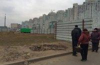 Жители Осокорков в Киеве сегодня снова пойдут ломать забор застройщика