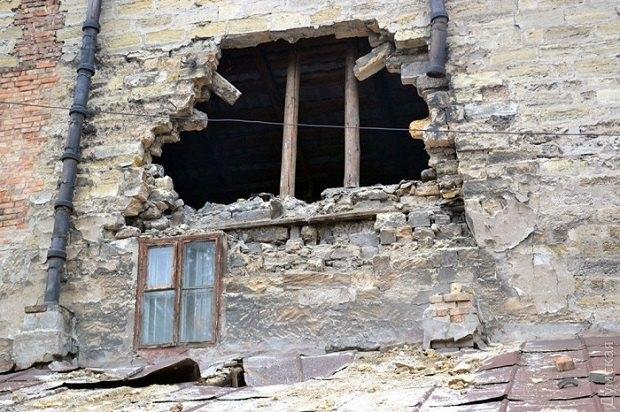 57f56318785a9 В центре Одессы обрушилась стена дома