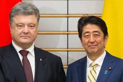 Порошенко обсудил с премьером Японии ситуацию на Донбассе