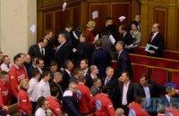 Оппозиция заставила Азарова покинуть Верховную Раду