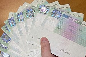 Польша увеличила количество выданных виз украинцам