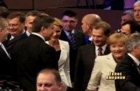 Янукович поздравил Ангелу Меркель