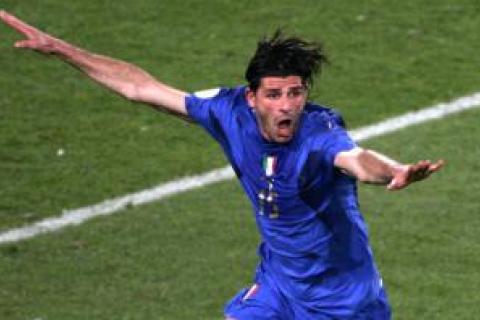 Чемпиона мира по футболу осудили на два года за связь с мафией