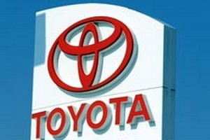 Продажи Toyota в Китае сократились вдвое