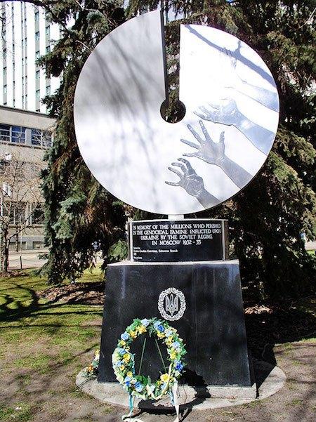 Пам'ятник жертвам Голодомору, встановлений в Едмонтоні (Канада)