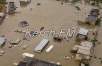 В Керчи после дождя затопило улицы и дома по второй этаж