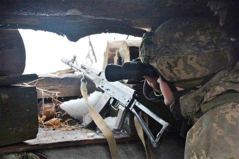 На Донбассе получил легкое ранение один украинский военный