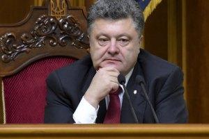 Порошенко объяснил отказ от введения военного положения угрозой демократии