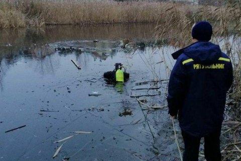 На Киевщине спасатели достали тела двух мужчин из озера