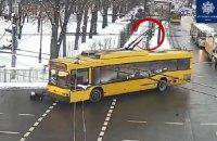 У Києві тролейбус збив жінку на пішоходному переході