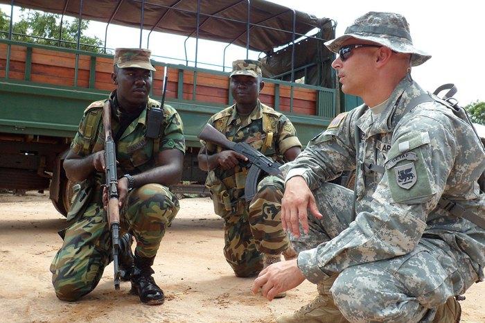 Американский военный инструктор в Сиерра-Леоне