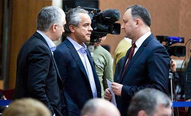 Игорь Додон (справа) и Влад Плахотнюк (в центре)