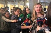 """Скороход заявила, що """"слуги"""" отримують зарплати по $5 тисяч у конвертах"""