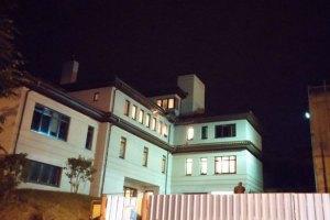 Будинок мера Львова Садового знову обстріляли (додано фото і відео)