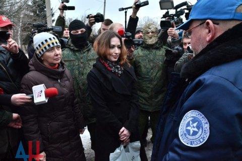 """""""ДНР"""" і """"ЛНР"""" передали Україні двох заручниць"""