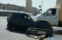 У Києві на Позняках некерована ГАЗель протаранила автомобіль таксі