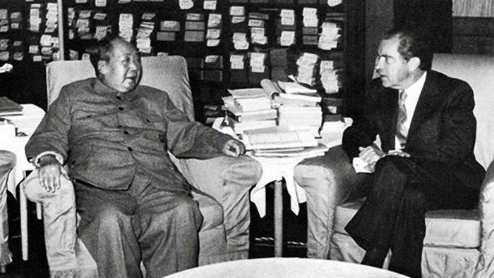 Президент США Ричард Никсон и лидер КНР Мао Цзедун