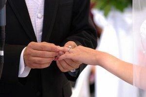 Только 23% украинских семейных пар венчались в церкви