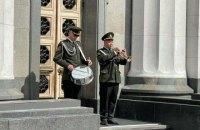 Біля будівлі Верховної Ради нацгвардійці знову нестимуть Почесну варту