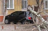В Польше ураганный ветер повредил десятки домов и автомобилей