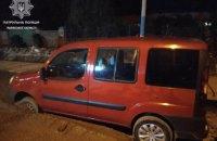 Во Львове пьяный водитель Fiat застрял в свежем бетоне