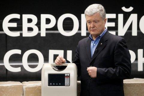 Порошенко передав лікарням перші 12 кисневих концентраторів
