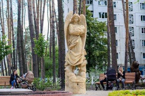 Под Киевом на солдата Нацгвардии напали сножом иубили его собаку