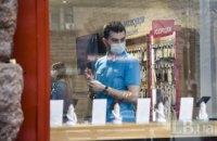 В Киеве посетителям магазинов запретили входить без масок, а продавцов обязали мерить перед работой температуру
