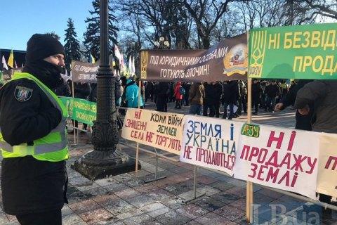 """Зеленский приехал в Раду для консультаций с фракцией """"Слуга народа"""" по земельному закону"""