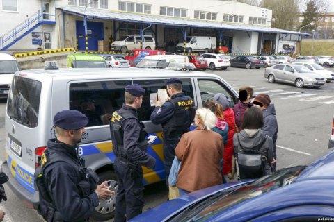 Чехия депортирует группу украинцев, нелегально работавших в интернет-магазине