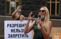 Полякова, Alyona Alyona та інші артисти влаштували мітинг під Кабміном