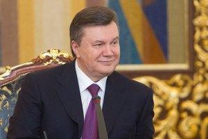 Янукович продолжает принимать поздравления