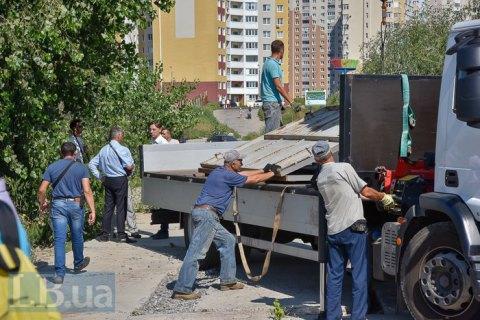 """""""Київблагоустрій"""" демонтувало паркан на будівництві нової підстанції на Осокорках"""