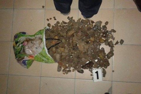 В Ровно СБУ изъяла янтаря на полмиллиона гривен