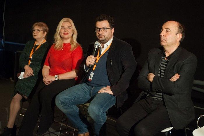 """Дискусія """"Перспективи кінодистриб'юції в Україні"""" на Зимовому кіноринку"""