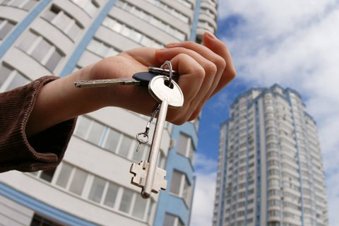 У Києві затримали аферистку за продаж двох чужих квартир