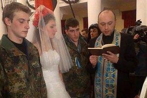 """У КМДА зіграли перше """"євромайданівське"""" весілля"""
