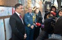 Канада исключает отмену виз для украинцев