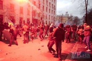 """В интернет попало видео жестокого избиения """"Беркутом"""" активистов возле АП"""