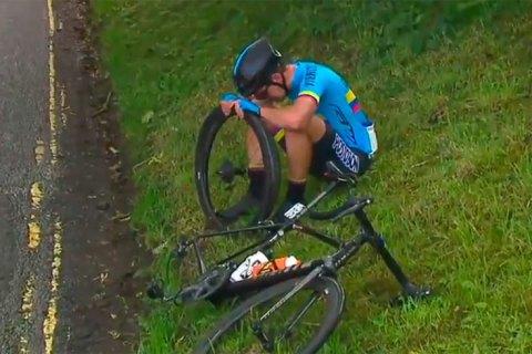 Велогонщик юниорского чемпионата мира разрыдался от отчаяния дождаться технички во время гонки