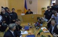 Суд отказался перенести заседание в более просторное помещение