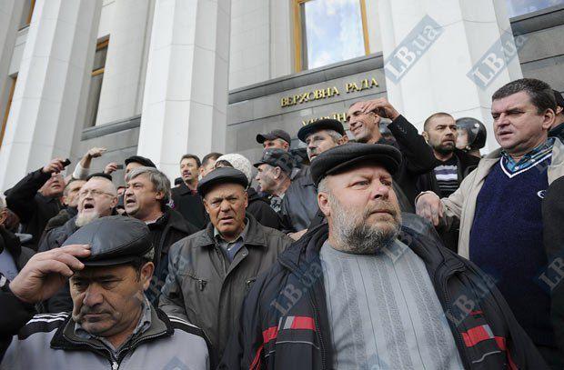 Украинские льготники пока бастуют тише греческих