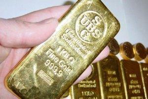 Золото в пятницу подорожало на 900 гривен за унцию