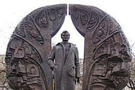 Мать Гонгадзе просит снести памятник сыну