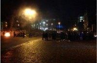 На Грушевского снова жгут шины, протестуя против бездействия властей в Крыму