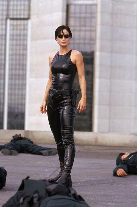 """Кэрри-Энн Мосс в роли Тринити, """"Матрица"""" (1999)"""