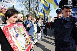 Под Харьковским судом проходит митинг