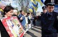 Под харьковским судом традиционно собрались сторонники и противники Тимошенко