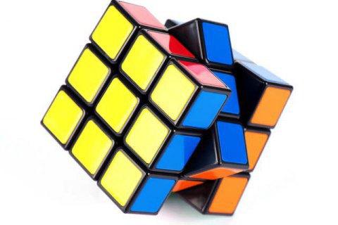 Штучний інтелект зібрав кубик Рубика за 1 секунду